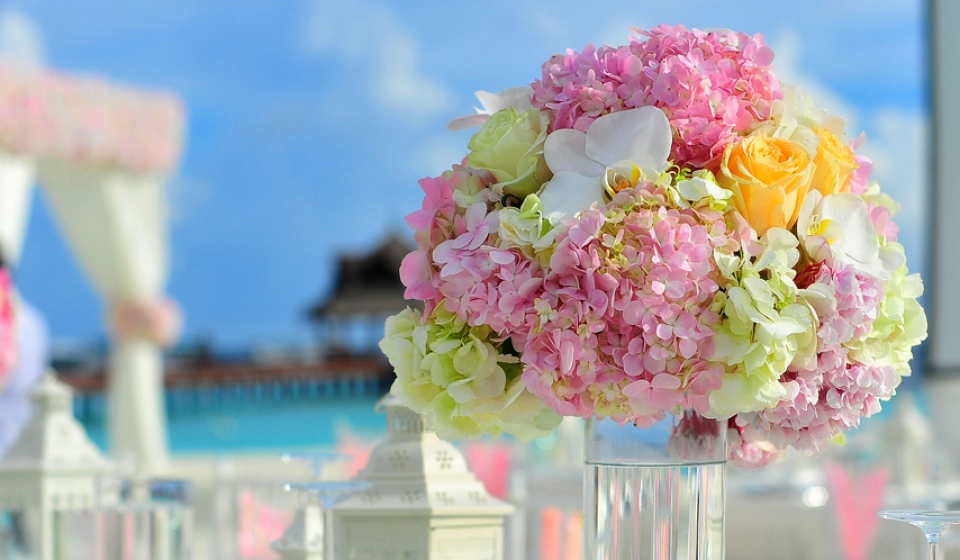 table_setting_flowers_banner